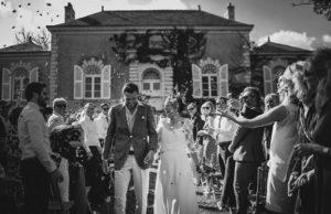 les mariés à la fin de la cérémonie civile