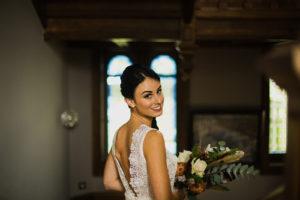photo de la mariée avant la cérémonie à la mairie