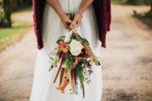 focus sur le bouquet de la mariée