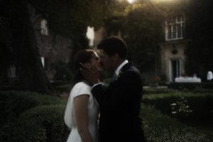 séance couple de jeunes mariés au chateau du bas d'aumelas